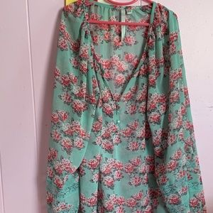 Floral tunic top never worn